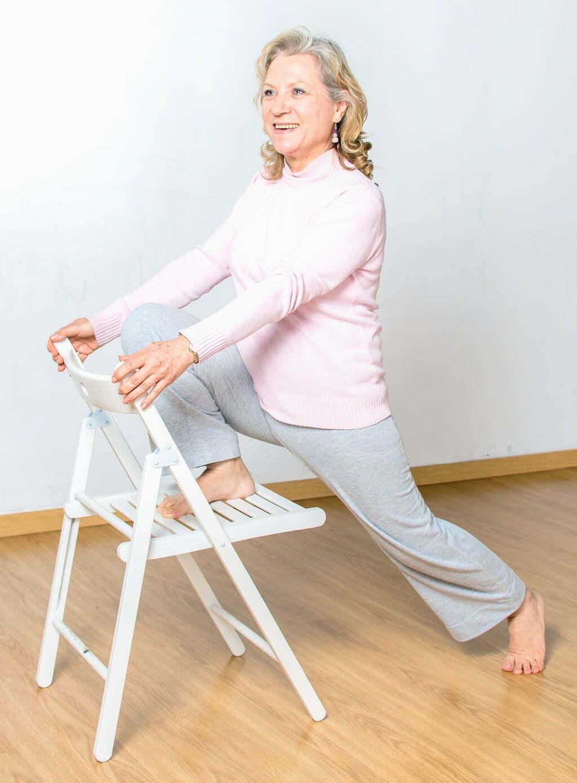 Yoga en silla yoga en red for Sillas plegables para yoga