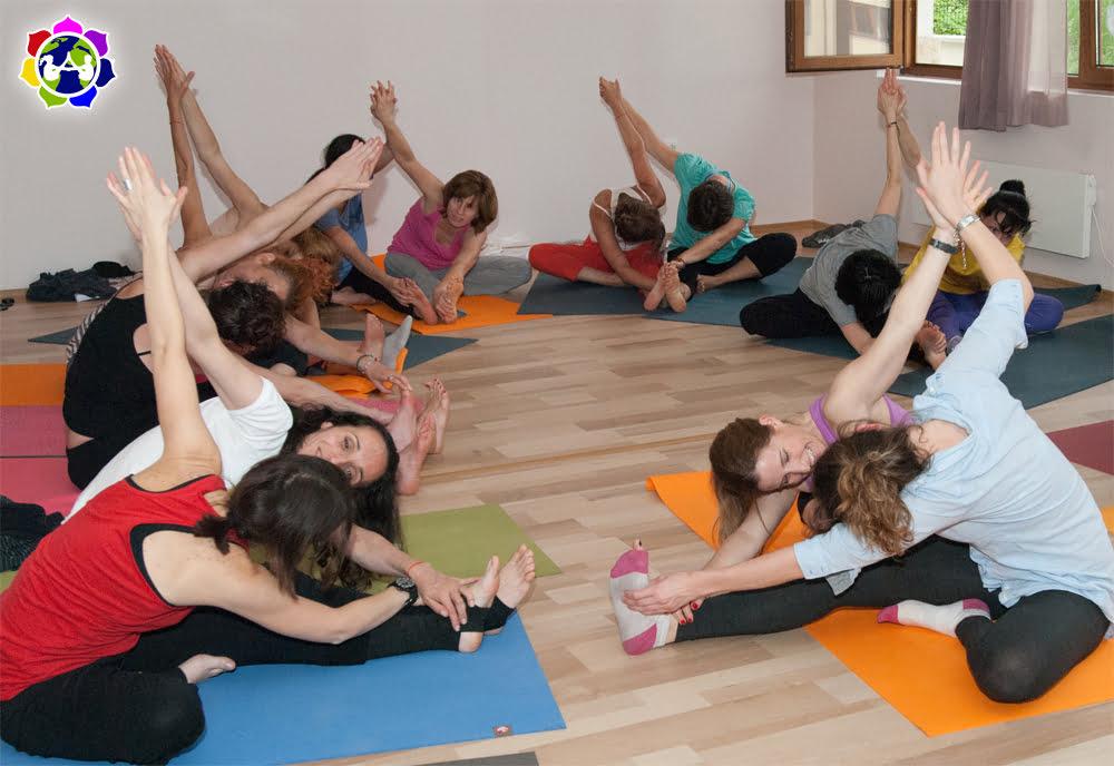Rainbow kids yoga formaci n de profesores para ni os y - Musica para hacer yoga en casa ...