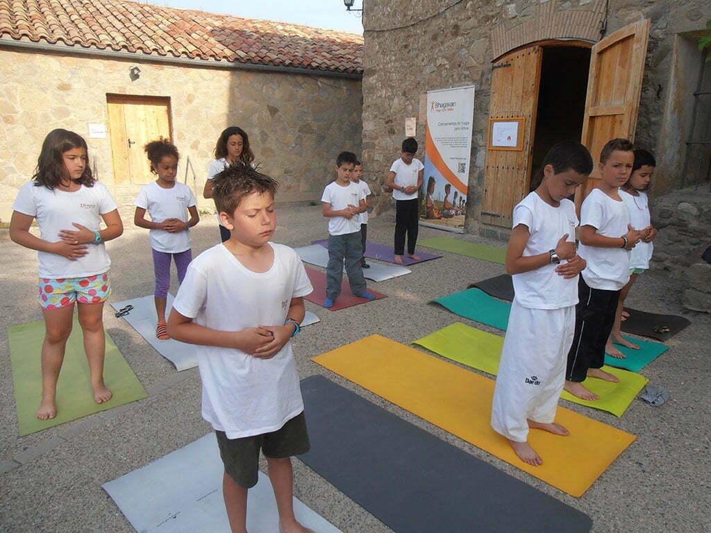 Campamento De Yoga Para Niños Felices Yoga En Red