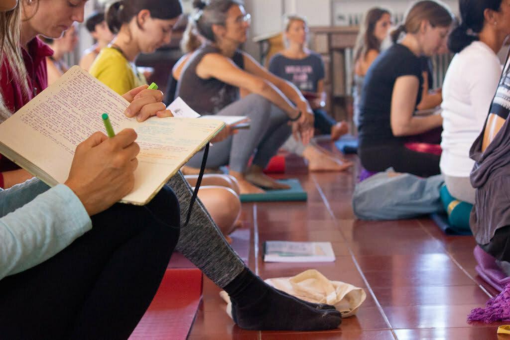 Formación De Yoga Oficial De La Eiy Y La Uned Yoga En Red